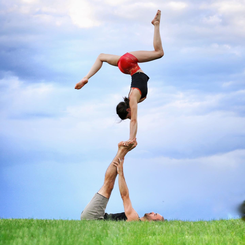 acrobatics Christine Moonbeam and Devin DeAngelis L-basing handstands